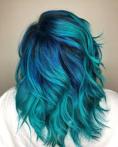 Back view...cause, you have to look good coming and going#bluehair #peacock #pravana #pulpriot #waves #vacation #hairpainting #balayage #shadowroot