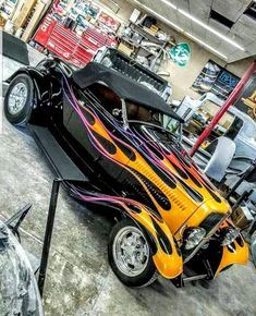 Hot Rod Trucks, Chevy Trucks, Fire Trucks, Pickup Trucks, Classic Hot Rod, Classic Cars, Hummer Cars, 1932 Ford Roadster, Motorcycle Paint Jobs