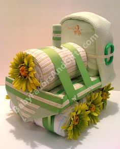 Choo Choo Train Diaper Cake is built from    63 Diapers size 1 (8lb to 14lb) 2 Cotton Thermal BlanketsCotton Receiving Blanket2 Toy LinksBodysuit (0-3 months)2 Washcloths