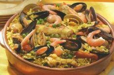 Paella de Carnes y Mariscos, una receta conocida también como paella mixta, deliciosa e ideal para cocinar en familia.