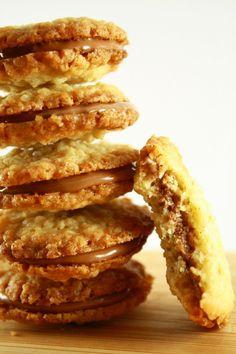 Y a des recettes commeça juste les photos vous donnent faim et vous vous dites : «Celle la c'est la prochaine recette que je teste dès que j'ai du temps». Donc quand j'ai eu une peu de temps j'ai voulu... Bolacha Cookies, Galletas Cookies, Healthy Protein Breakfast, Cookie Recipes, Dessert Recipes, Pasta Recipes, Desserts With Biscuits, Xmas Food, Cookies Et Biscuits