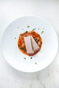 Leckeres Schweinekotelett, sous-vide gegart, dazu selbst gemachtes Kimchi aus Chinakohl mit viel koreanischem Chili (Kochukaru).