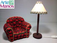 Sillón para Santa Claus con Material Reciclado, Paso a paso Dollhouse Miniature Tutorials, Dollhouse Miniatures, Armchair, Table Lamp, Crafts, Diy, Furniture, Home Decor, Frozen