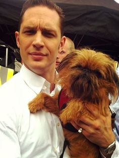 """tomhardyvariations: """" Puppy kisses courtesy of Frank… From Lottie Whalen  """" Frank hanging out with Tom Hardy after Krays filming """" and THCH Hamlets """" Nose to Nose! Tom Hardy Dog, Tom Hardy Actor, Most Beautiful Man, Gorgeous Men, Beautiful Lips, Beautiful People, Tom Hardy Legend, Toms, Ewok"""