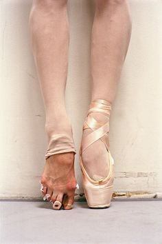 This is a fabulous article we found over on Diablo Ballet's wonderful dance blog that goes in-depth on everything pointe related with one of their dancers. Have a read! :) Diablo Ballet Blog Company News & Artist Stories...Welcome To The Power of Dance Going En Pointe By Liesl Ferrei