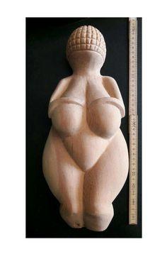 Mira este artículo en mi tienda de Etsy: https://www.etsy.com/es/listing/519443421/talla-escultura-venus-de-willendorf-gran