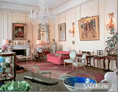 Home of HRH The Queen Mother from Queen Elizabeth's Drawing Room. Mansion Interior, Interior And Exterior, Interior Design, Clarence House, Buckingham Palace, George Vi, Nottingham Cottage, Chinoiserie, Kensington