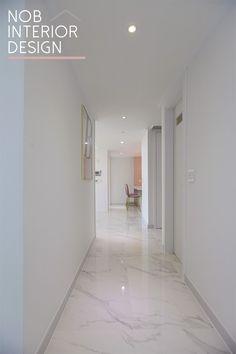 안녕하세요. 이웃님~ 부천인테리어 전문업체 노브인테리어입니다. 오늘 소개해 드릴 부천 인테리어는 부천 ... Interior Design Living Room, Living Room Designs, Floor Design, House Design, Room Tiles, Living Room Flooring, Hallway Decorating, Design Case, Home Remodeling