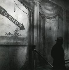 Eve Arnold. Hubert's Museum, 42nd Street, New York City, 1950.