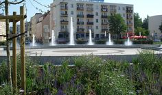 Piła-fontanna na Placu Konstytucji 3-go Maja.