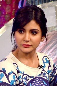 Bollywood Theme, Indian Bollywood Actress, Beautiful Bollywood Actress, Bollywood Stars, Bollywood Fashion, Beautiful Actresses, Indian Celebrities, Bollywood Celebrities, Anushka Sharma And Virat