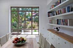 קליל פרופיל 4300 - Google Search Living Room Kitchen, Dining Room, Desk Nook, Room Shelves, Shelving, New Homes, House Design, Windows, Furniture