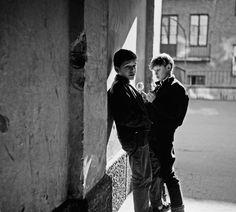 Pojat brennaavat polttolaseilla, Pengerkatu 9. Kuva: Helsingin kaupunginmuseo / Kari Hakli 1958.