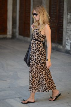 Leopard maxi dress - not usually my style. but I like the length! Der Leopard, Leopard Dress, Animal Print Fashion, Fashion Prints, Animal Prints, Looks Style, My Style, La Mode Masculine, Long Summer Dresses