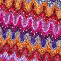 I just published this new pattern on ravelry, It uses self striping yarn to make these color changes.