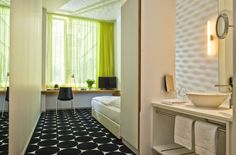 Mark Apart Hotel in Berlin offers great standard hotel rooms in the center of Berlin. The rooms are bookable for single and double use. The rooms have a modern bathroom with hair dryer and cosmetic mirror, TV, radio, telephone and complimentary WiFi internet access.