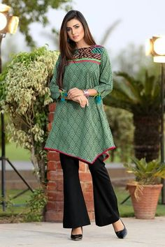 Cierra Ramirez at the Teen Choice Awards 2014 Simple Pakistani Dresses, Pakistani Fashion Casual, Pakistani Dress Design, Pakistani Outfits, Pakistani Clothing, Sleeves Designs For Dresses, Dress Neck Designs, Stylish Dress Designs, Kurta Designs