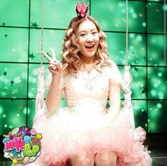 Megan (Sun Hi) looks like a princess! Cool Pops, Smart Girls, Dance Moves, Asian Style, Favorite Tv Shows, Good Music, Cute Couples, Girl Group, Childhood