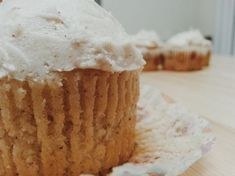 Turkey Day is on its way! If you need a delicious dessert for an upcoming get-together, try these Hard Cider cupcakes with Cinnamon Whiskey buttercream frosting. I made them for a pre-Thanksgivin… Fireball Cupcakes, Apple Cupcakes, Apple Sponge Cake, No Bake Desserts, Delicious Desserts, Cupcake Recipes, Cupcake Cakes, Fireball Recipes, Cinnamon Whiskey