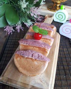 Resep kue pukis enak Instagram/@numpangsaveresep.id @berbururesep Cake Recipes, Snack Recipes, Dessert Recipes, Cooking Recipes, Snacks, Desserts, Donut Bun, Resep Cake, Indonesian Food