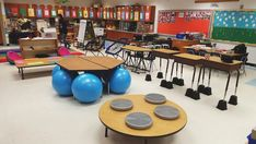 Many teachers are decking out their learning spaces with this new student-centered style. These flexible-seating classrooms will amaze you. Classroom Layout, 2nd Grade Classroom, New Classroom, Classroom Setting, Classroom Design, Classroom Organization, Classroom Decor, Classroom Management, Science Classroom