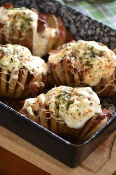 Szuper karanténkaja a pikáns sült krumpli – Egyszerű finomságok Baked Potato, Potatoes, Baking, Ethnic Recipes, Food, Bread Making, Meal, Patisserie, Potato