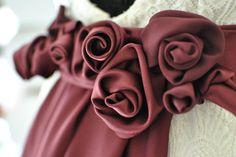 Lia, particolare della cintura con rose in cady,Favole di Seta Sartoria Torino