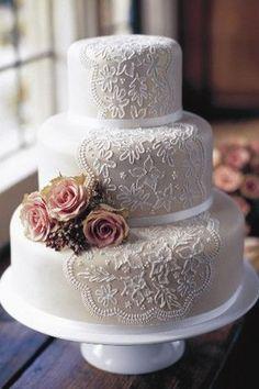 Detalhes que lembram a delicadeza da renda . Foto: Pinterest/weddingandweddingflowers.co.uk