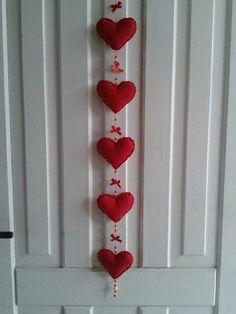 Valentine Day Wreaths, Valentines Day Decorations, Valentine Day Crafts, Happy Valentines Day, Holiday Crafts, Decoration St Valentin, Fabric Hearts, Felt Christmas Decorations, Heart Crafts