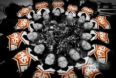 I want a pic of my cheerleaders like this, so cute!