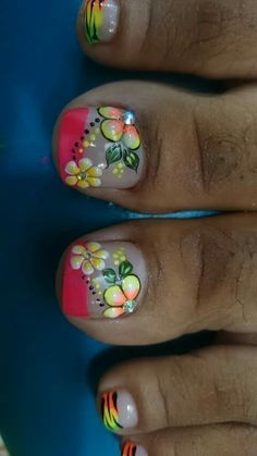 Muy lindo diseño Cute Pedicure Designs, Toenail Art Designs, Fingernail Designs, Pretty Toe Nails, Cute Toe Nails, Sexy Nail Art, Toe Nail Art, Nail Shop, Flower Nails