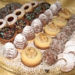 Recipe list of Czech and Slovak Christmas cookies /Souhrn receptu na ceske a slovenske vanocni cukrovi