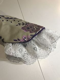 Kurti Sleeves Design, Sleeves Designs For Dresses, Sleeve Designs, Sewing Sleeves, Lace Sleeves, Winne The Pooh, Desi Wedding Dresses, Fashion Design Sketches, Pakistani Dresses
