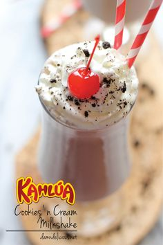 and Cream Milkshake Kahlua Cookies and Cream Milkshake - An indulgent and creamy spiked Oreo milkshake that will knock your socks off!Kahlua Cookies and Cream Milkshake - An indulgent and creamy spiked Oreo milkshake that will knock your socks off! Cookies And Cream Milkshake, Oreo Milkshake, Milkshake Recipes, Milkshakes, Alcoholic Milkshake, Refreshing Drinks, Fun Drinks, Yummy Drinks, Alcoholic Beverages
