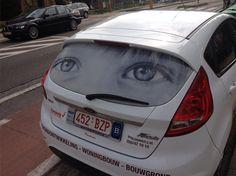 De ogen van je geliefde op de achterruit van je wagen. Tijdelijke actie 95 euro ex btw.