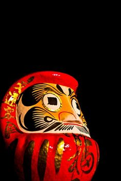 Red and gold japanese figurine. Ikebana, Geisha, Winter In Japan, Daruma Doll, Japanese Lifestyle, All About Japan, Japanese Artwork, Turning Japanese, Otaku