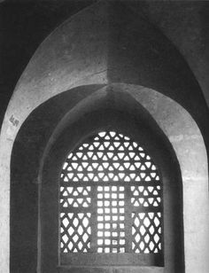 Hassan Fathy, Egyptian architect New Gourna - built bet. 1946-52 via Commune  great window