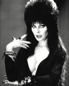 Every Friday is Black Friday for Elvira!!! #queenofhalloween #elvira #elviramistressofthedark #emotd #elviramotd #hero #legend #cassandrapeterson #mistressofthedark #moviemacabre #elvirasmoviemacabre #horror #horrorfan #horrormovies #horrorqueen #screamqueen #halloween #mygodelviralooksamazingandsoyoungandsupersexy #imwithher