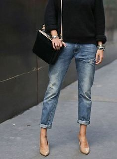 love this casual look, boyfriend cut jeans, nude pumps, black sweater