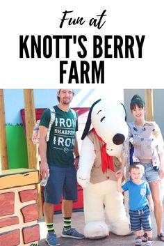 Family fun - Family Travel - Knott's Berry Farm - Theme Park - Theme park with a toddler