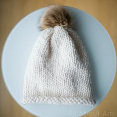 Knitting for Beginners: Simple Stockinette Hat - All About Ami Knit Hat Pattern Easy, Easy Knit Hat, Beanie Pattern, Crochet Beanie, Crochet Pattern, Knitted Hats, Crochet Hats, Cozy Knit, Beginner Knitting Patterns