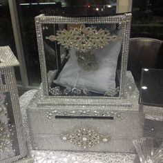 Luxurious Wedding Accessories | Champagne Flutes | Cake Sets ...