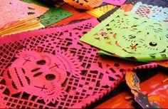 Papel picado para el Día de Muertos.Esta decoración es muy típica de las fiestas familiares y nacionales,dan mucho colorido y alegría.