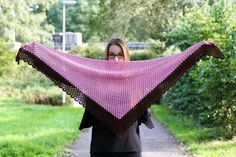 Grab your free copy of the vintage sweet shawl pattern, including photo-tutorial and pattern chart! It's a great shawl for autumn walks or cold evenings. Crochet Shawl Free, Crochet Shawls And Wraps, Crochet Diagram, Crochet Scarves, Crochet Clothes, Crochet Stitches, Shawl Patterns, Crochet Patterns, Knitting Patterns