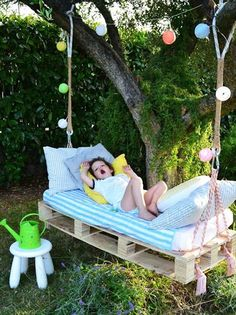 Awesome Outdoor DIY Projects for Kids Natural and Refreshing Pallet Garden Ideas: pallet swing bed w