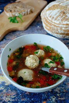 Ciorbă cu perișoare de pește Romanian Food, Lebanese Recipes, Caprese Salad, Recipies, Food And Drink, Soup, Chicken, Cooking, Mariana
