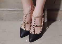 Storets 237: Studded strappy heels