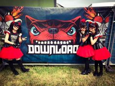 BABYMETAL heading to see #DragonForce @DragonForce stage at #DownloadFestival ! 19:00 Only the FOX GOD knows!