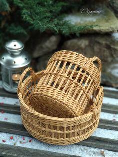 24 New Ideas for stylish storage baskets Newspaper Basket, Newspaper Crafts, Willow Weaving, Basket Weaving, Baskets On Wall, Storage Baskets, Sisal, Bamboo Art, Paper Weaving