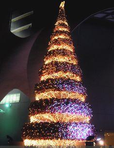 Layered baubles mod alternative tree. Modern, minimal Christmas inspiration from retail holiday decor.